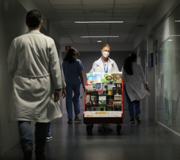 El País. La cara b de los hospitales. B de biblioteca